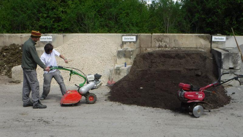 Radlader Fahren Und Frasen Pronatur Garten Landschaftsbau